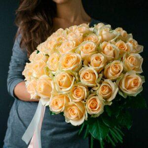 Букет из персиковых роз сорт Аваланш Пич